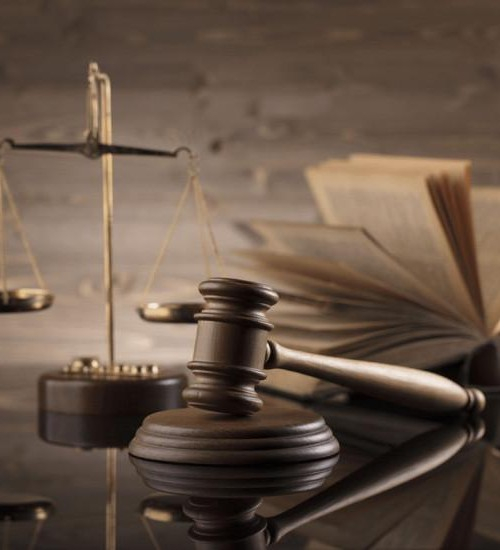 Justiça confirma indenização de R$ 36 mil para motociclista que perdeu dedos em acidente.