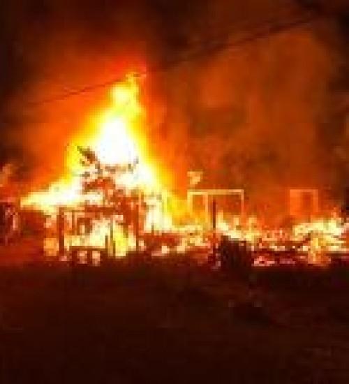 incêndio, destrói três casas e deixa cerca de 15 pessoas desabrigadas em Belmonte