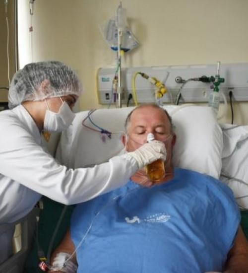 Paciente sai da UTI Covid e pede para tomar uma cerveja em SC.