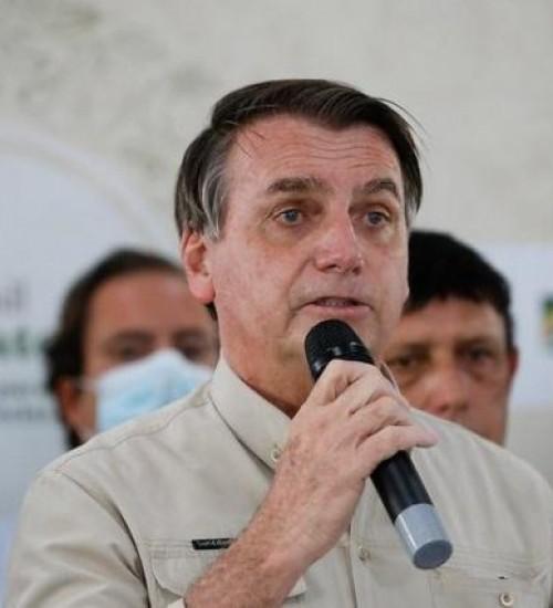 Bolsonaro autoriza redução de jornada e salários e flexibilização trabalhista.