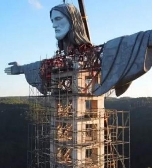 Estátua de Cristo no RS supera a do Rio de Janeiro e vira a maior do Brasil.