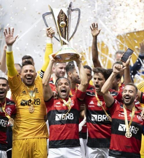 Flamengo bate Palmeiras nos pênaltis e é bicampeão da Supercopa.