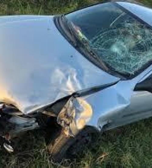 Homem sofre ferimentos graves em capotamento de veículo