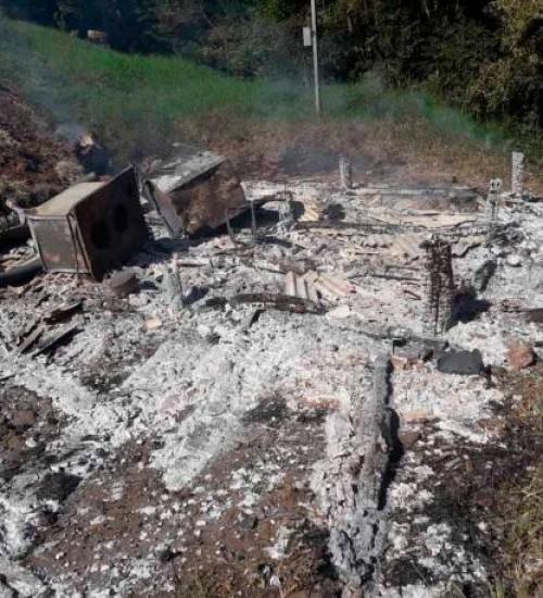 incêndio em Santa Terezinha do Progresso destruiu casa.