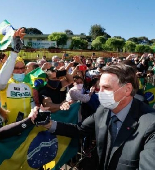'Não vai ter lockdown nacional', afirma Bolsonaro em Chapecó.