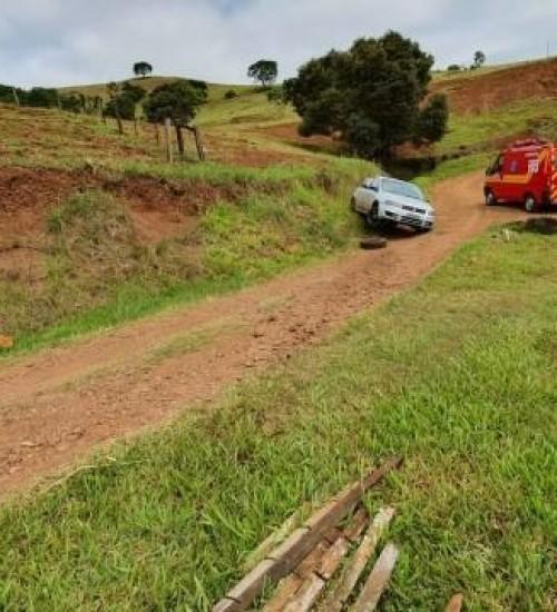 Polícia localiza carro de SMO em residência aonde homem foi encontrado morto.