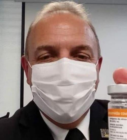 Prefeito de cidade de SC se afasta do cargo para atuar como médico na pandemia.