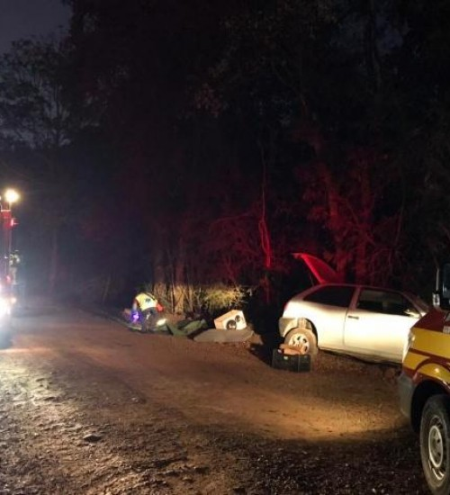 Acidente deixa duas pessoas feridas no interior de Tunápolis.