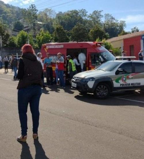 Jovem invade escola e mata três crianças e duas funcionárias no Oeste de SC.