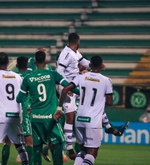 Chapecoense derrete vantagem do Figueirense e passa às semifinais pela 2ª vez em SC.