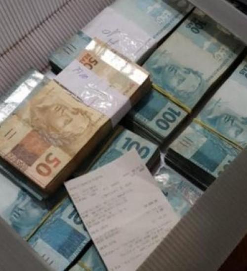 Desvio de dinheiro para obras desencadeia operação em cinco cidades do Sul de SC.