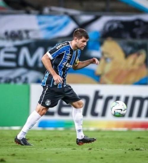 Kannemann passa por procedimento no quadril e é desfalque do Grêmio no Gre-Nal.