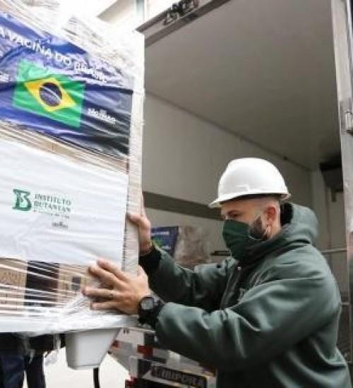 Butantan entrega 800 mil novas doses de CoronaVac a ministério.