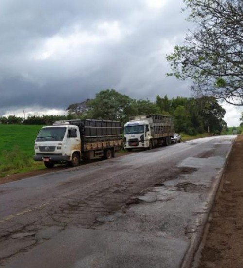 Engavetamento envolve quatro veículos no Oeste de SC.