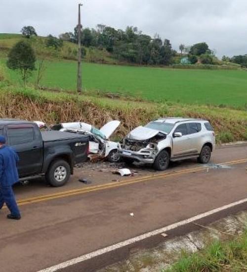 Grave acidente envolve três veículos na SC 492, entre SMO e Bandeirante.