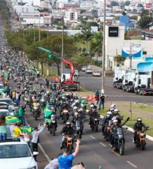 Motociata com Bolsonaro em SC reuniu 30 mil motocicletas, diz organização.