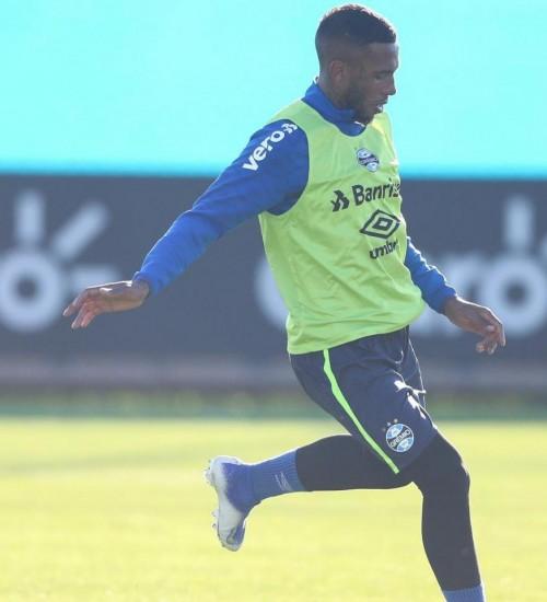 Grêmio poderá ter zaga reserva contra o América Mineiro.