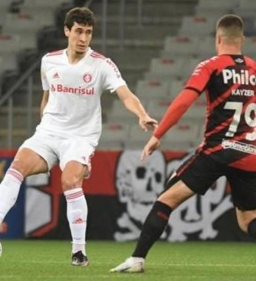 Inter luta, tem gol anulado, mas perde para o Athletico-PR.