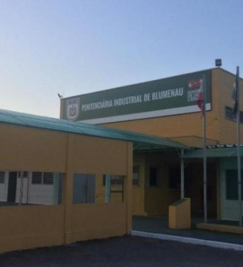 Justiça obriga Estado a receber detentos em presídios de SC.