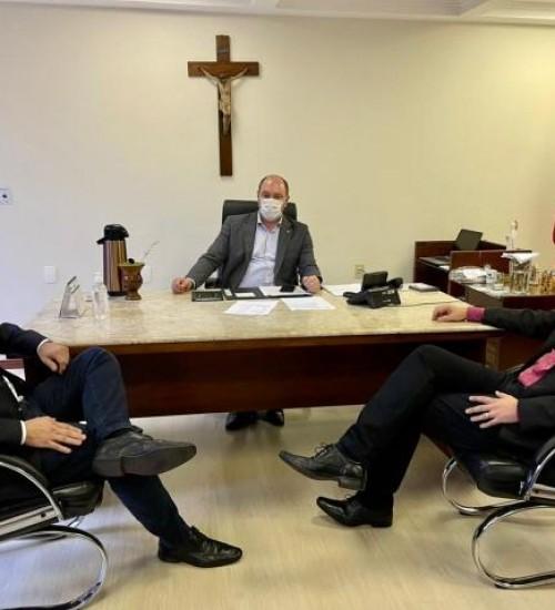 Mauro De Nadal trata últimos detalhes para ampliação do Hospital Terezinha Gaio Basso.