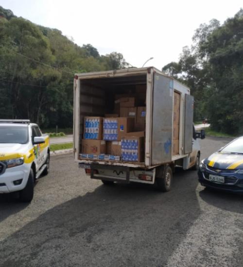 Polícia apreende cerca de 100 mil maços de cigarros contrabandeados.