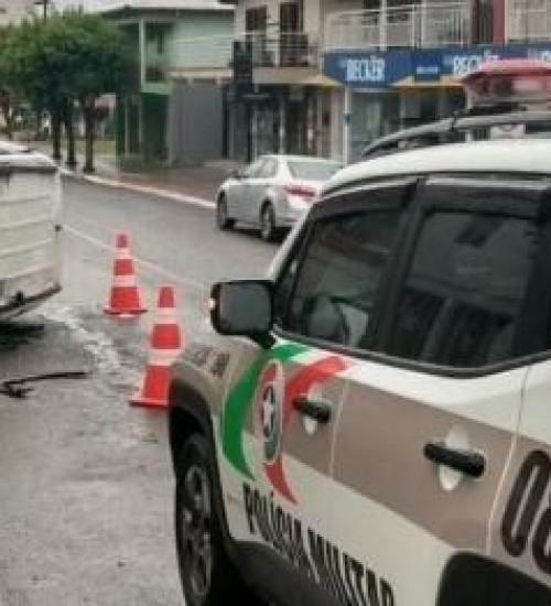 Veículo capota após colisão em Iporã do Oeste.