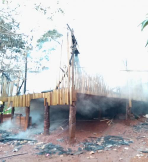 Casa é destruída por incêndio no interior de Iporã do Oeste