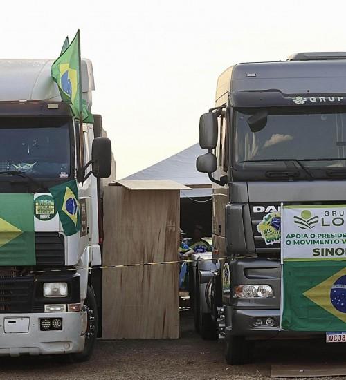 Bolsonaro diz que paralisação dos caminhoneiros deve ir até domingo.