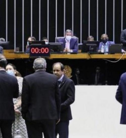 Câmara retira quarentena para juízes e ministério público se candidatarem da reforma eleitoral.