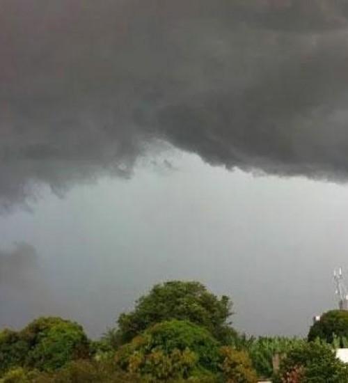 Defesa Civil alerta para risco de tempestades 'severas' e temperaturas acima de 30°C em SC.