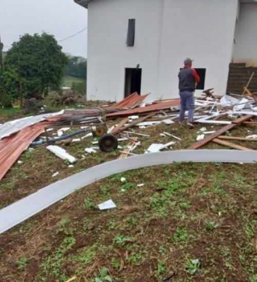 Defesa Civil confirma passagem de tornado por cidade do Oeste de SC.