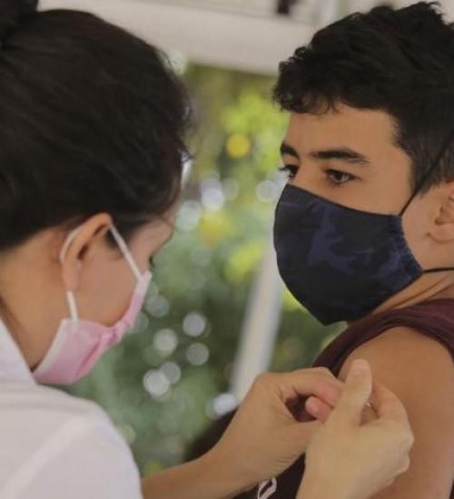 Ministério da Saúde recua e volta a liberar vacinação de adolescentes contra a Covid-19.