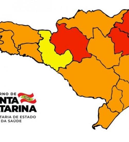 Novo mapa de risco de Covid-19 mostra melhora em quatro regiões de SC.