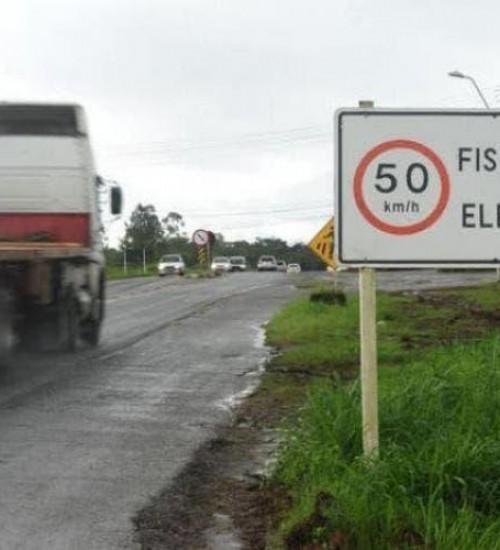 Radares fixos nas rodovias estaduais de SC são necessários, segundo polícia rodoviária.