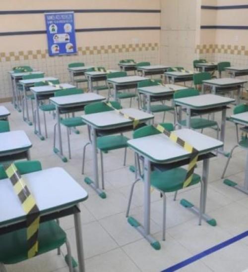SC tenta evitar que mais de 8 mil alunos abandonem as escolas.
