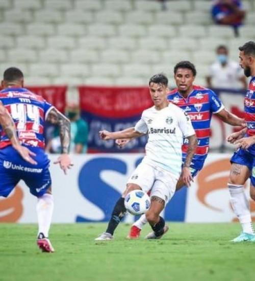 Grêmio leva 1 a 0 do Fortaleza, chega a cinco jogos sem vitória e se afunda na vice-lanterna.