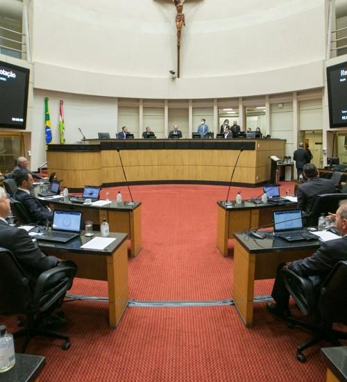 Reajuste salarial de servidores de SC começa a ser discutido entre deputados e governo.
